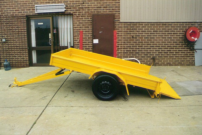 Deawbar Tilt Box Trailer Small Ramps