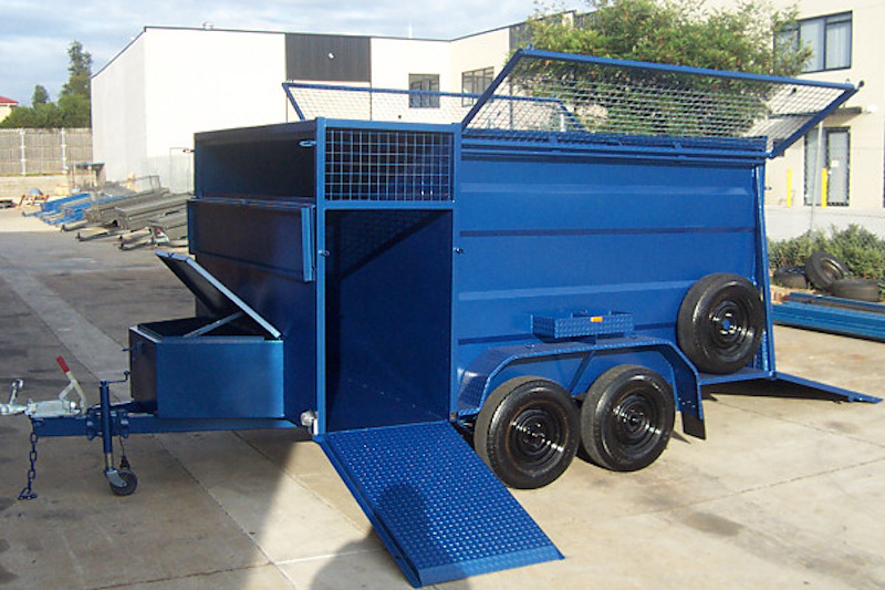 Lawn Mowing Trailer With Enclosed Mowing Tray